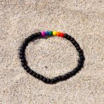 LOVE IS LOVE armband svart enkelt