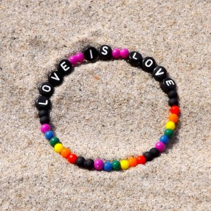 LOVE IS LOVE armband multicolour svart